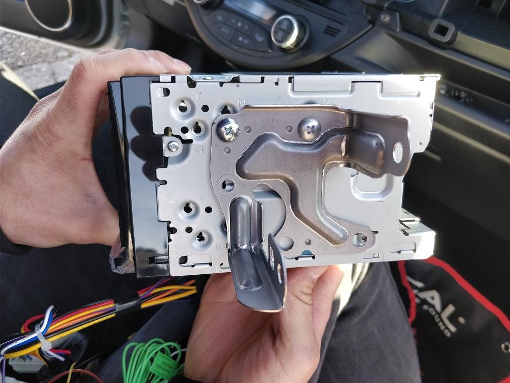 Comment Installer un Autoradio - 14