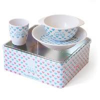Couverts Bebe PLASTOREX Coffret Repas mélamine blanche décor Petits Coeurs bleus (assiette. bol. gobelet) sous boîte métallique décorée