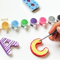 Loisirs Creatifs Et Activites Manuelles MAIN D'ARTISTE Coffret alphabet en plâtre a peindre avec 26 lettres en 3D + 8 godets de peinture + 2 pinceaux