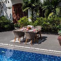 Meubles D'exterieur - De Jardin Ensemble de mobilier de jardin 4 places - 1 table et 4 fauteuils - Bois et resine tressee Aucune