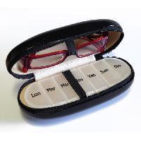 Pilulier Etui pour lunettes et pilulier semainier HESTEC - 2 en 1 - 16.5 x 7.5 x 5.5 cm