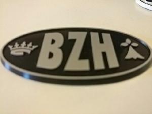 Stickers 3D Adhesif Sticker - Embleme BZH 3D - 4.5x7.4cm - Argent sur fond noir - Breizh Generique